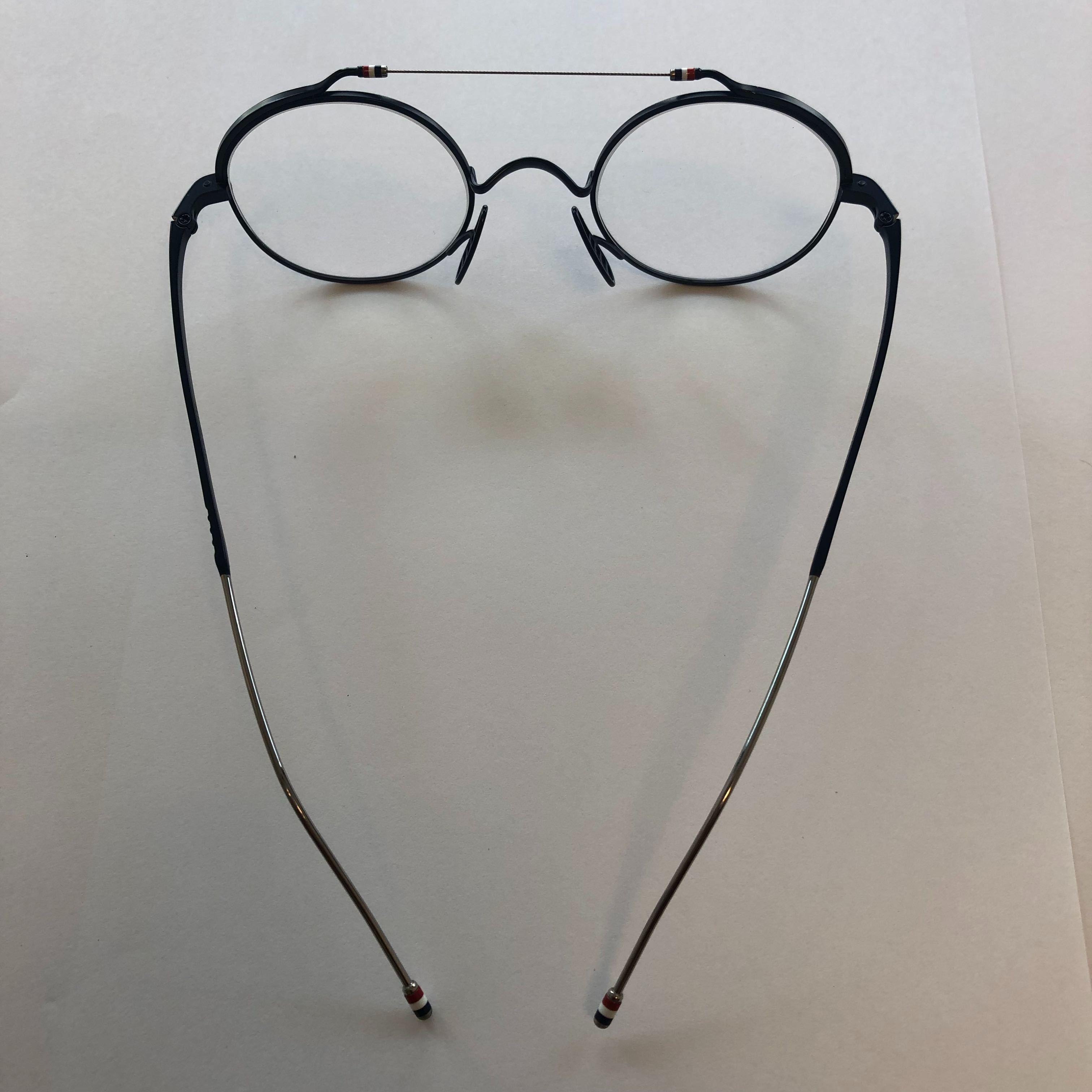 トム・ブラウンのメガネ